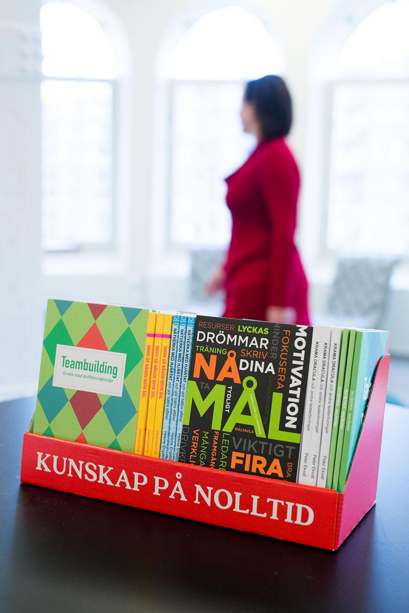 Vi erbjuder böcker som ger läsaren kunskap på nolltid
