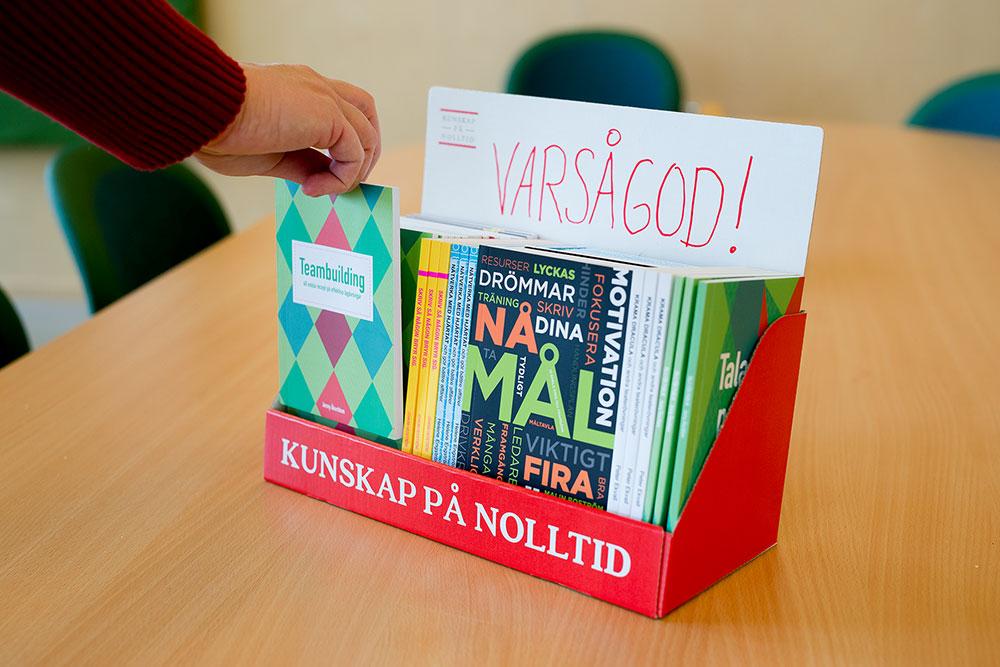 Ett bokpaket till jobbet – fyllt av snabblästa handböcker och kunskap