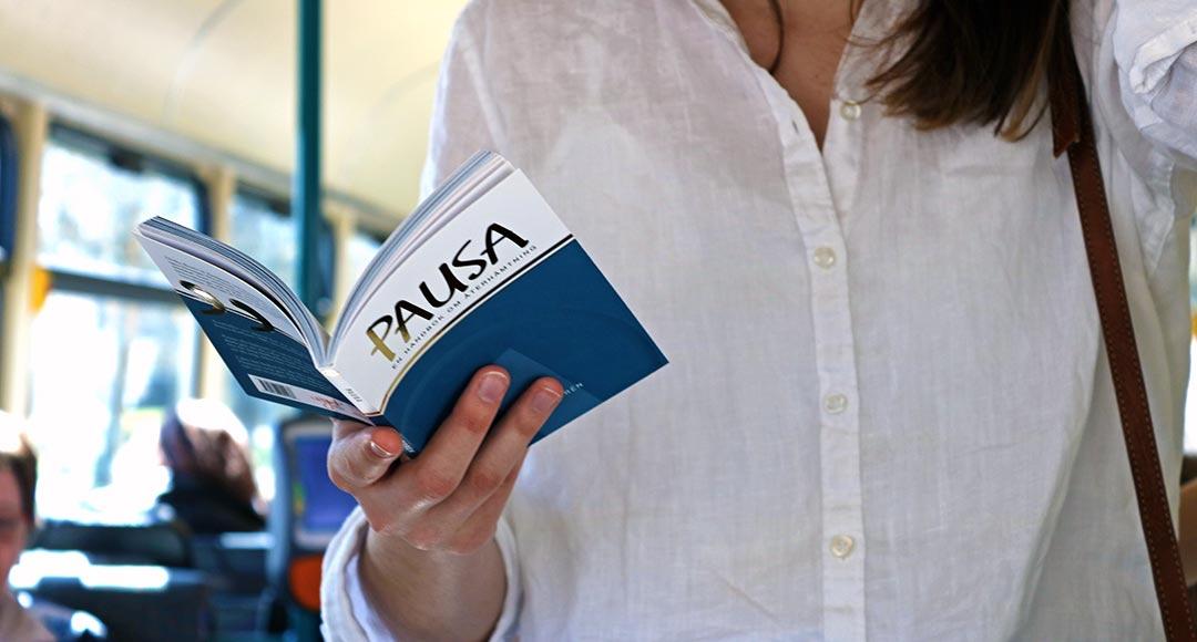 Läs en bok på bussen, tåget eller spårvagnen