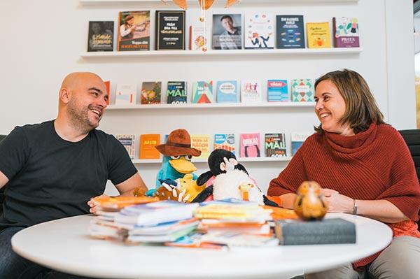 Pressbild bokförlaget Eget Förlag i Norrköping. På bilden Joakim Hedström och Helene Engström. Fotograf Crelle
