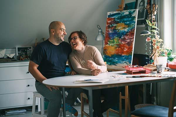 Pressbild 2 bokförlaget Eget Förlag i Norrköping. På bilden Joakim Hedström och Helene Engström. Fotograf Crelle